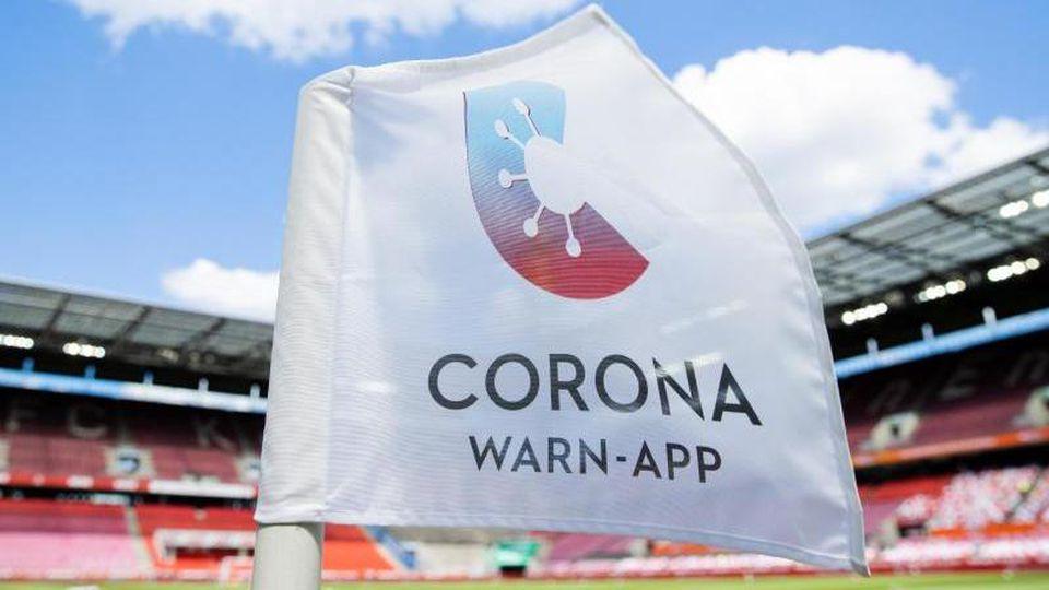 Wegen der gestiegenen Zahl von Corona-Infektionen wird das Bundesligaspiel 1. FC Köln gegen TSG Hoffenheim ohne Zuschauer stattfinden. Foto: Rolf Vennenbernd/dpa