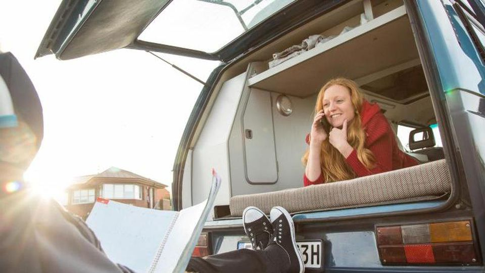 Camping mit dem Wohnmobil ist eine der wenigen Urlaubsformen, die in der Corona-Zeit regelrecht geboomt haben. Foto: Christin Klose/dpa-tmn