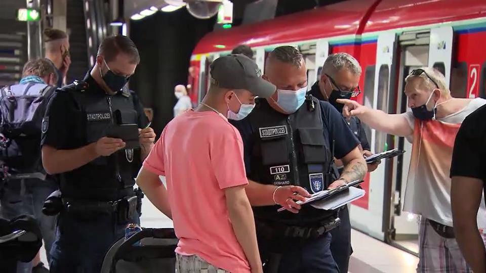 Polizeikontrolle in Offenbachs Bahnhöfen