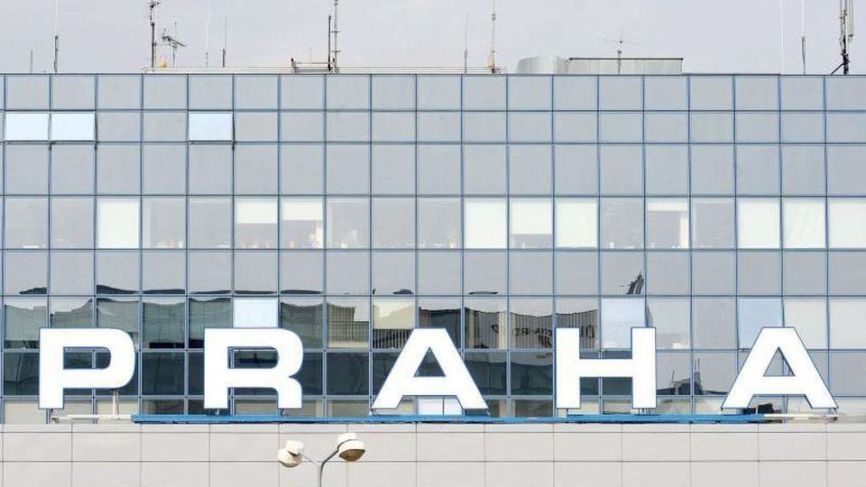 Das Terminal 1 des Prager Flughafens. Foto: epa Filip Singer/epa/dpa/Archivbild