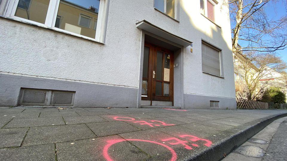 Mann und Frau tot in Kölner Wohnung entdeckt: Polizei geht von Gewaltverbrechen aus