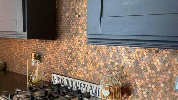 Kosmetikerin Billie (49) wollte ihre Küche neu gestalten - mit Trinkgeld aus ihrem Laden.