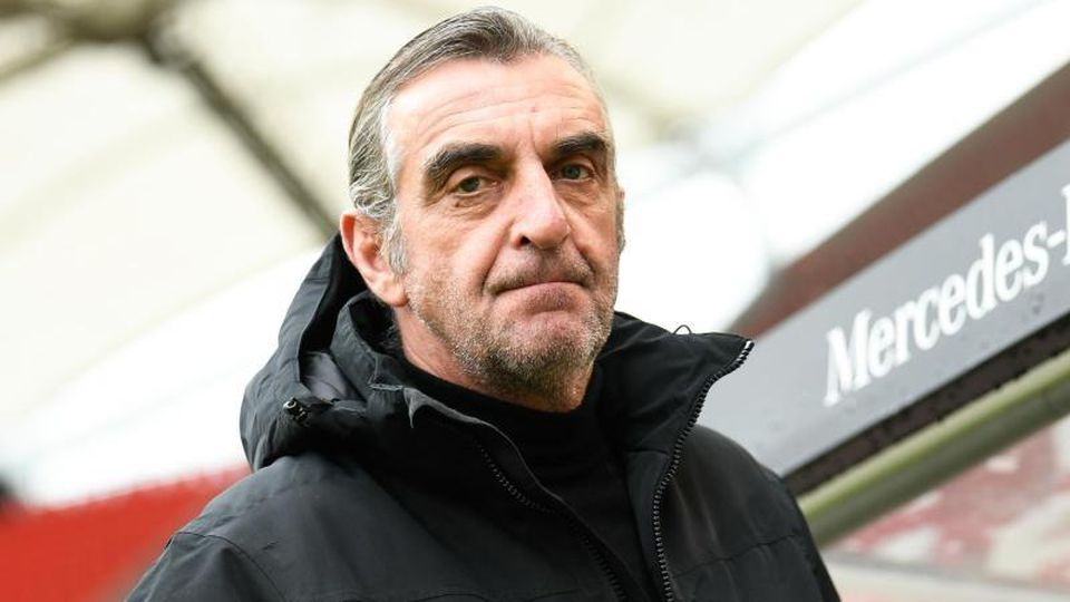 Ralf Minge vor einem Spiel im Stadion. Foto: Tom Weller/dpa