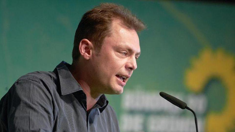 Daniel Köbler (Die Grünen) spricht. Foto: picture alliance / dpa/Archivbild