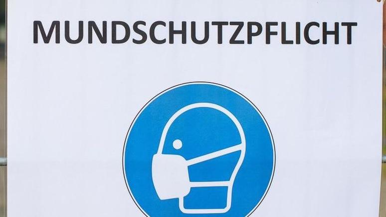 """Ein Schild mit der Aufschrift """"Mundschutzpflicht"""". Foto: Klaus-Dietmar Gabbert/dpa-Zentralbild/ZB/Symbolbild"""