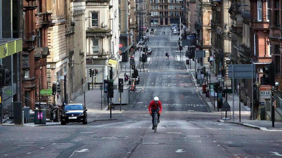 Auch inGlasgow gehen die Leute wegen des Coronavirus nicht mehr auf die Straße. Nun wurde auch entschieden, die UN-Klimakonferenz zu verschieben. Foto: Andrew Milligan/PA Wire/dpa
