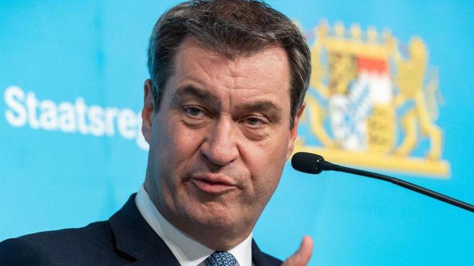 Bayerns Ministerpräsident Markus Söder sieht seinen Platz in München. Foto: Peter Kneffel/dpa