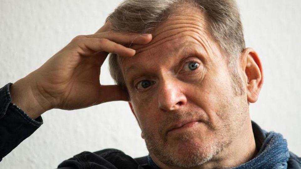 Gerhard Trabert, Sozialmediziner, fasst sich an den Kopf. Foto: Andreas Arnold/dpa