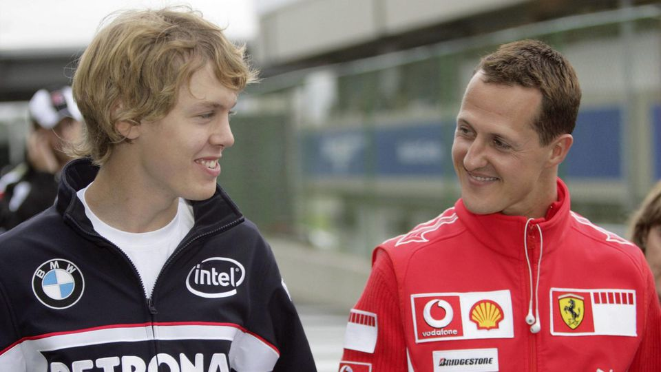 Zwei Generationen von Rennfahrern Michael Schumacher Ferrari re mit Testfahrer Sebastian Vette
