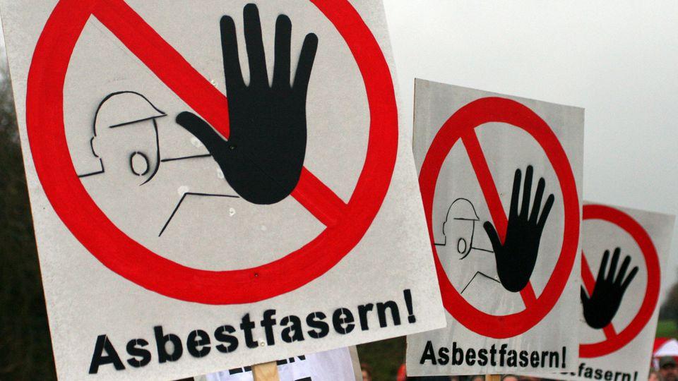 Warnschilder vor Asbestfasern
