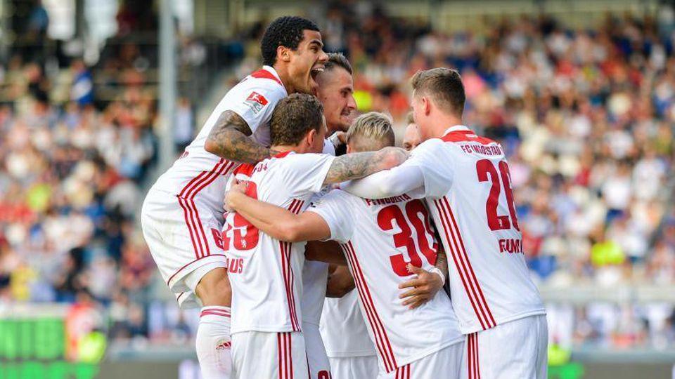 Ingolstadts Mannschaft jubelt über das Tor zum 2:0. Foto: Uwe Anspach