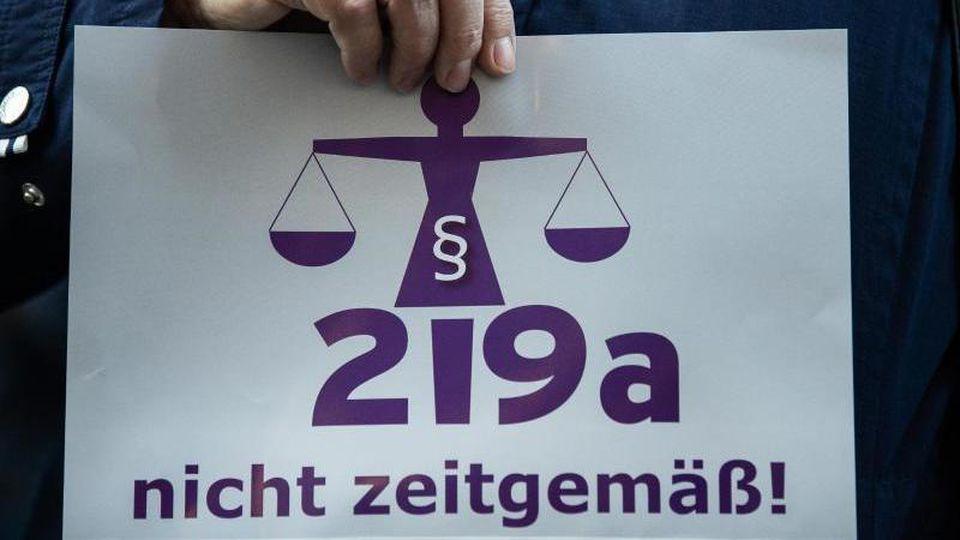 """Der Paragraf 219a wurde von Kritikern als """"nicht zeitgemäß"""" betitelt. Foto: Silas Stein"""