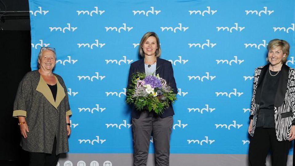 Ines Hoge-Lorenz (M.) mit Gabriele Schade und Karola Wille (l-r). Foto: MDR/ Steffen Junghans/MDR Mitteldeutscher Rundfunk/dpa