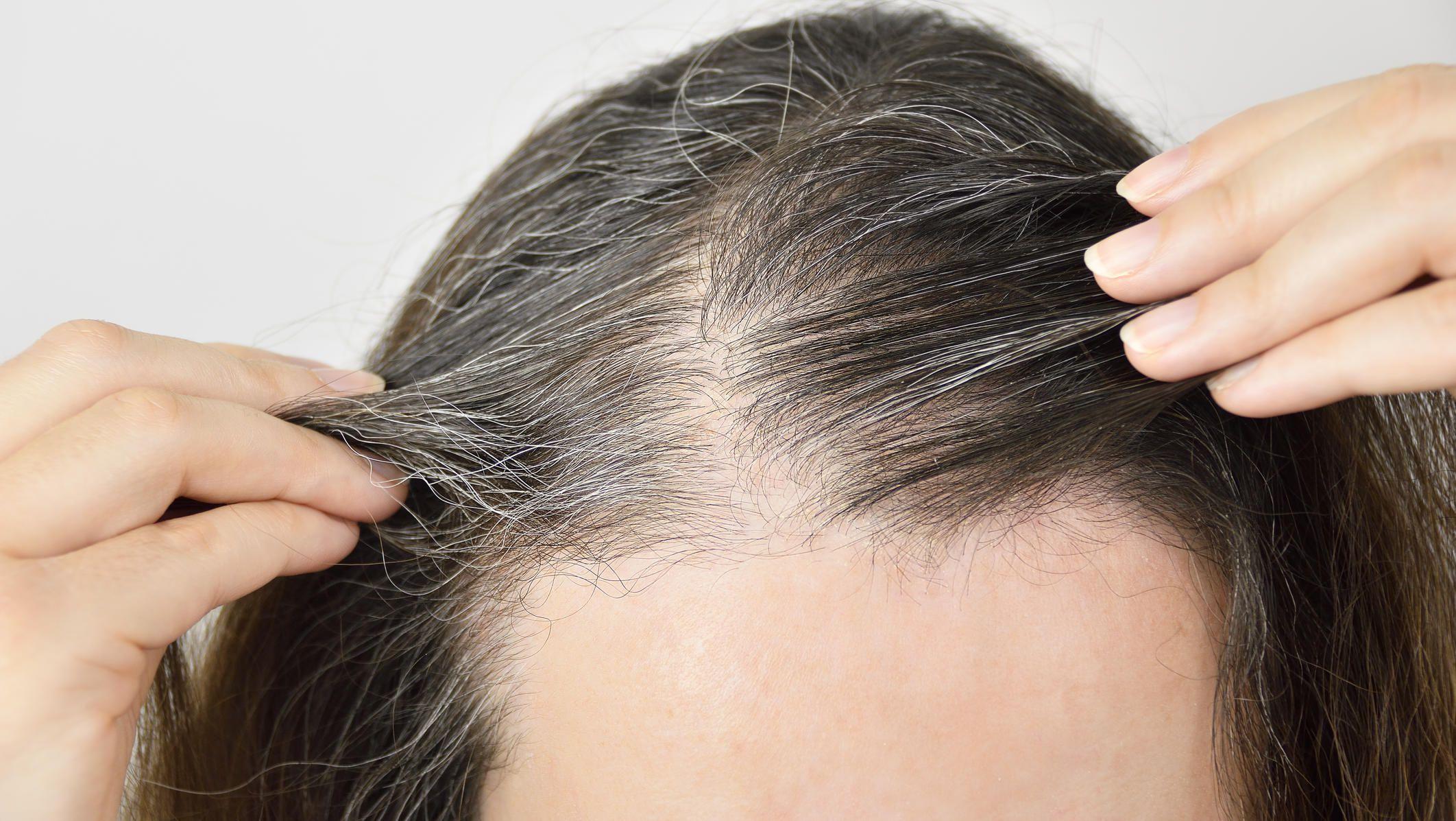Ältere frauen mit grauen haaren