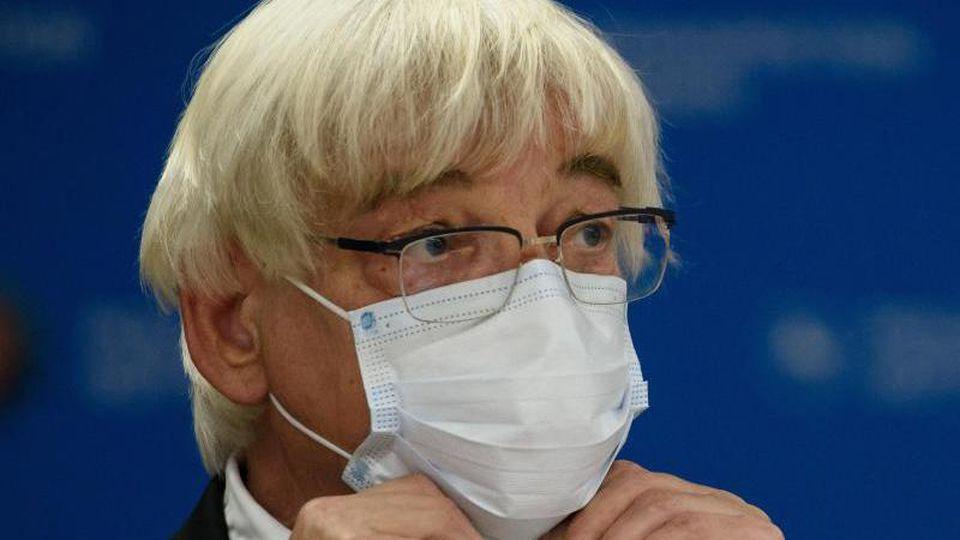Rolf-Georg Köhler (SPD) mit Schutzmaske. Foto: Swen Pförtner/dpa/Archivbild