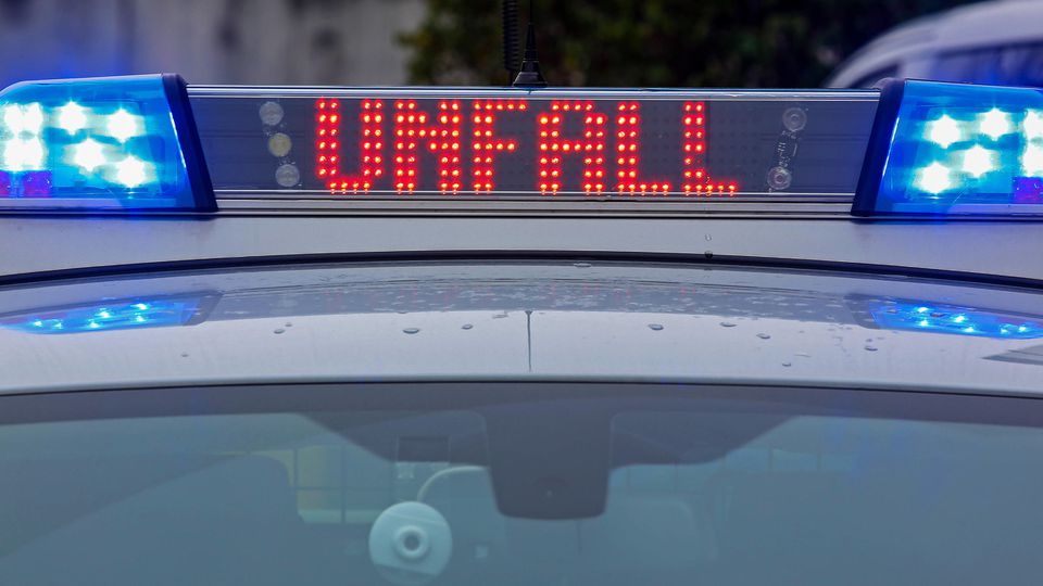 Symbolbild Thema Polizei, Einsatzfahrzeug mit Blaulicht, Schriftzug Unfall Symbolbild zum Thema Polizei am 22.01.2020 i