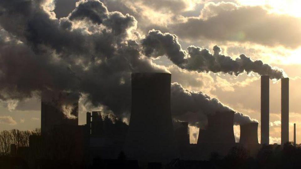 Branchenverbände kritisieren die Beschlüsse des Klimakabinetts als unausgewogen, ineffektiv und schädlich für den Standort Deutschland. Foto: Horst Ossinger/Symbol