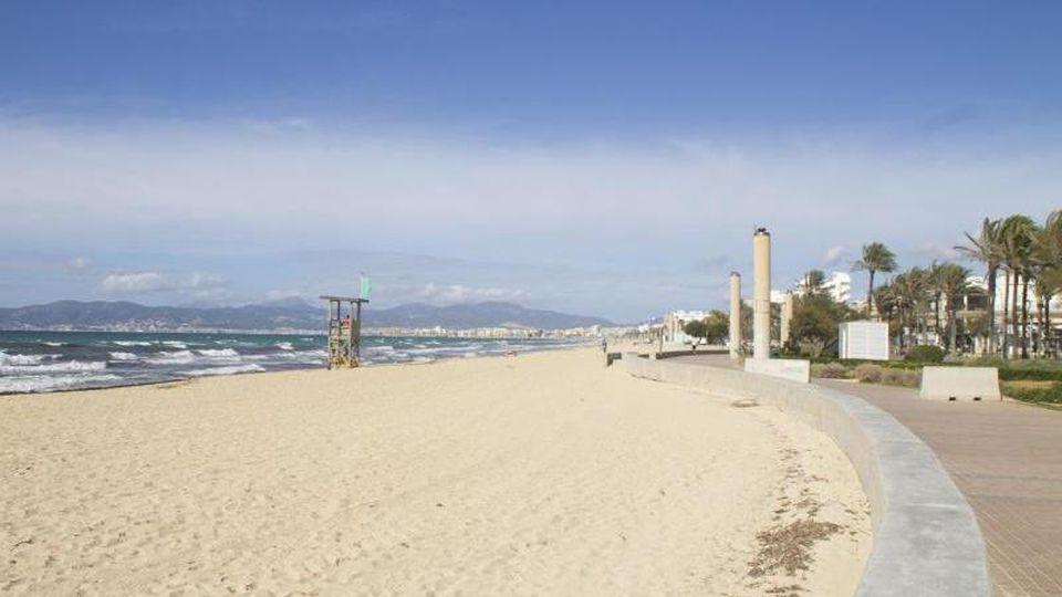 Nach Mallorca darf man fliegen. Allerdings müssen dort alle Restaurants, Cafés und Bars seit dem 13. Januar und noch mindestens bis Montag geschlossen bleiben. Foto: Mar Granel Palou/dpa/Archiv
