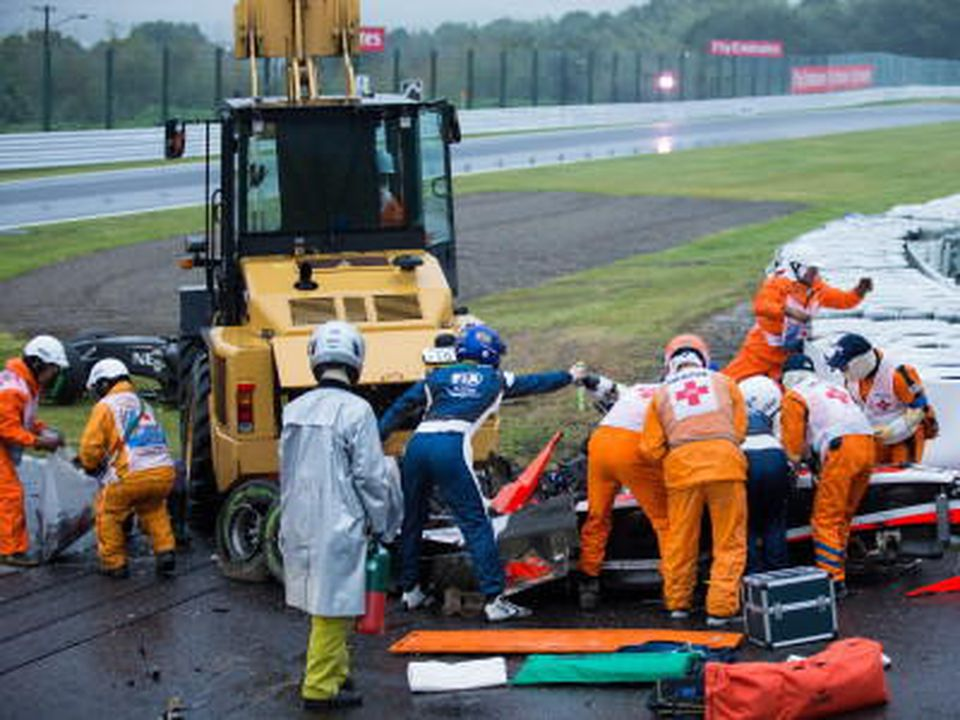 ARCHIV - Course marshalls and doctors at French Formula One driver Jules Bianchi of Marussia F1 Team crash site during the Japanese Formula One Grand Prix at the Suzuka Circuit in Suzuka, Mie Prefecture, central Japan, 05 October 2014. Photo: EPA/HIR