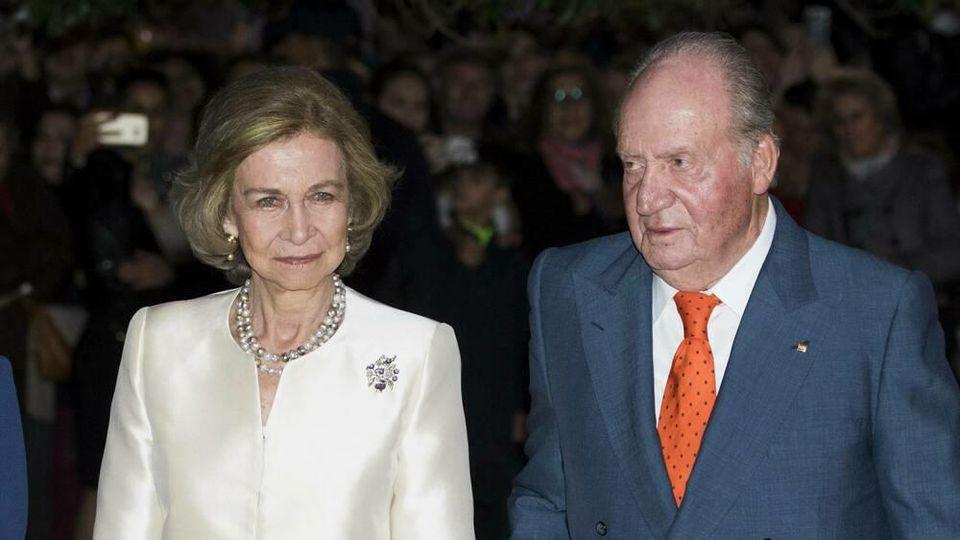 Königin Sofia bleibt in Spanien, der ehemalige König ist geflohen.