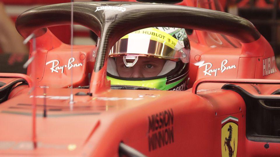 Mick Schumacher wird 2021 wohl noch nicht im Ferrari in der Formel 1 fahren.