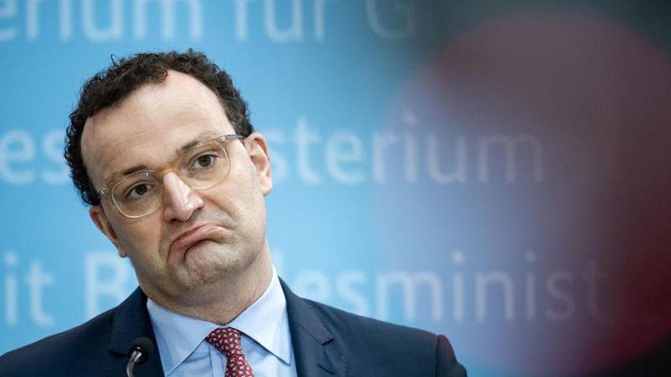 Jens Spahn (CDU), Bundesgesundheitsminister, äußert sich bei einer Pressekonferenz im Bundesministerium für Gesundheit zu Coronavirus-Mutationen und Schnelltests. Foto: Bernd von Jutrczenka/dpa