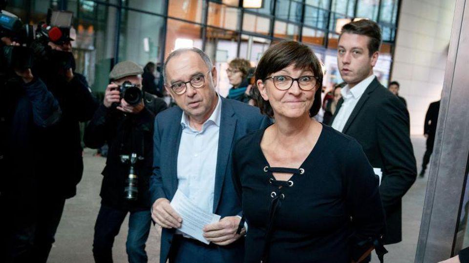 Sie führen künftig die SPD:Saskia Esken und Norbert Walter Borjans. Foto: Kay Nietfeld/dpa