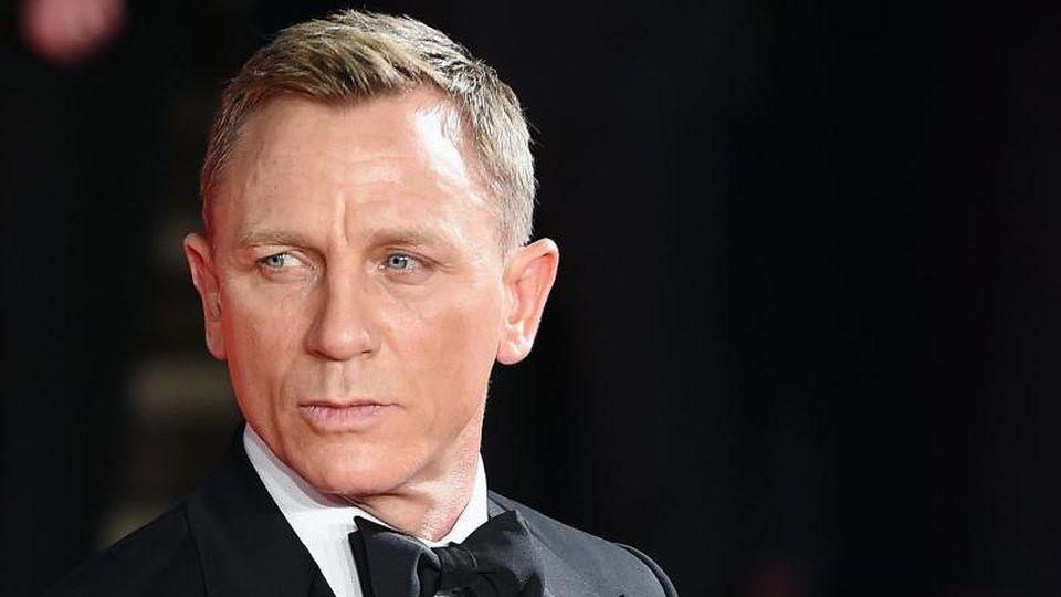 """Schauspieler Daniel Craig kommt 2015 zur Premiere des neuen James Bond Films """"Spectre"""" in der Royal Albert Hall in London. Foto: Andy Rain/epa/dpa"""