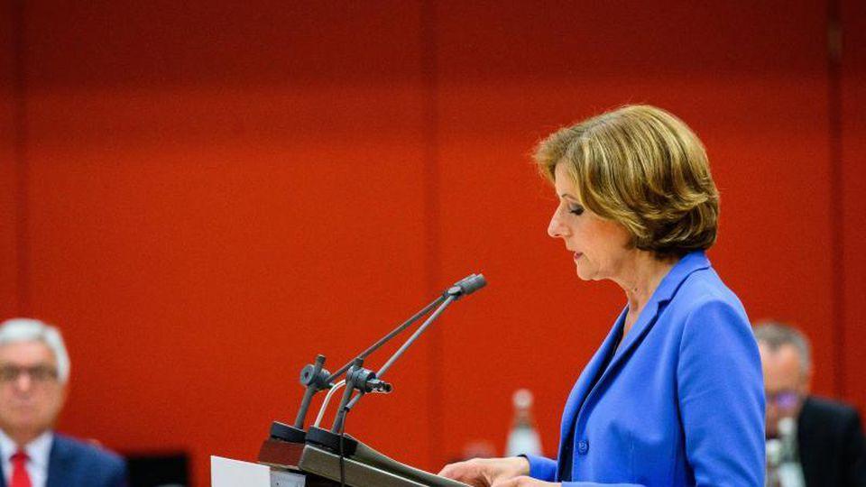 Malu Dreyer (SPD), Ministerpräsidentin von Rheinland-Pfalz, spricht im Landtag. Foto: Andreas Arnold/dpa