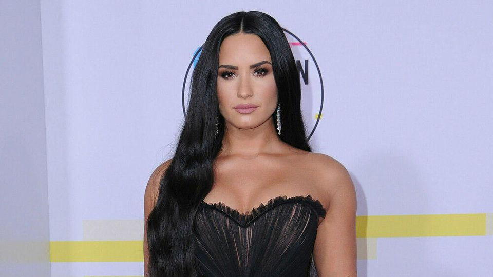 Demi Lovato bei den American Music Awards in Los Angeles