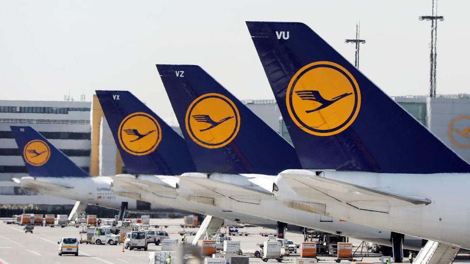 Lufthansa-Chef Spohr seinen Kunden eine abgesicherte Rückflug-Garantie.