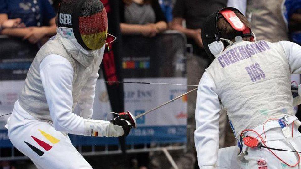 Peter Joppich (l) kämpft gegen Alexej Tscheremissinow. Foto: Federico Gambarini