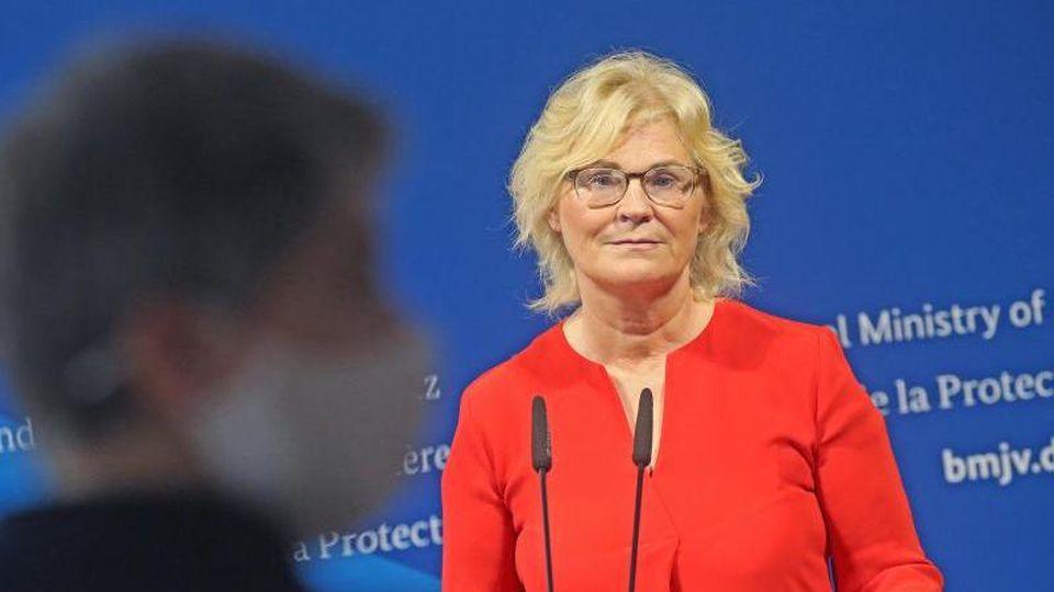 Christine Lambrecht Anfang Juli bei einer Pressekonferenz in ihrem Ministerium. Foto: Wolfgang Kumm/dpa