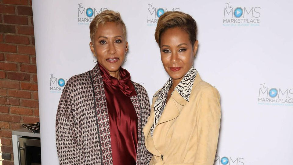 "Adrienne Banfield-Norris und Jada Pinkett Smith präsentieren gemeinsam die Facebook-Watch-Show ""Red Table Talk""."