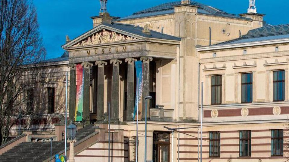 Das Hauptgebäude des Staatlichen Museums in Schwerin. Foto: Jens Büttner/Archiv