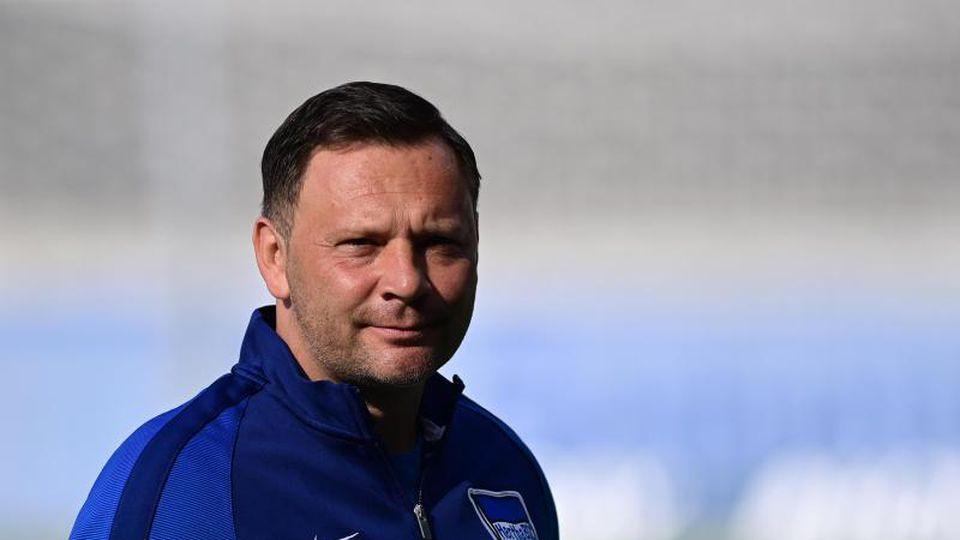 Hertha-Trainer Pal Dardai hofft auf den nächsten Sieg seiner Mannschaft. Foto: Soeren Stache/dpa-Pool/dpa