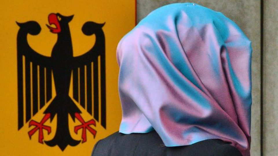 Das Kopftuchverbot bei Rechtsreferendarinnen ist rechtens. Foto: Martin Schutt/dpa-Zentralbild/dpa