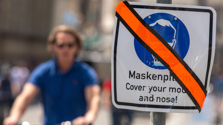 In vielen Bundesländern wird jetzt bei der Maskenpflicht gelockert.