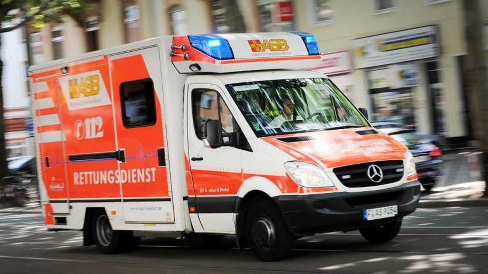 Wer im medizinischen Notfall den Notruf 112 wählt, rechnet mit schneller Hilfe vom Rettungsdienst. Foto: Arne Dedert