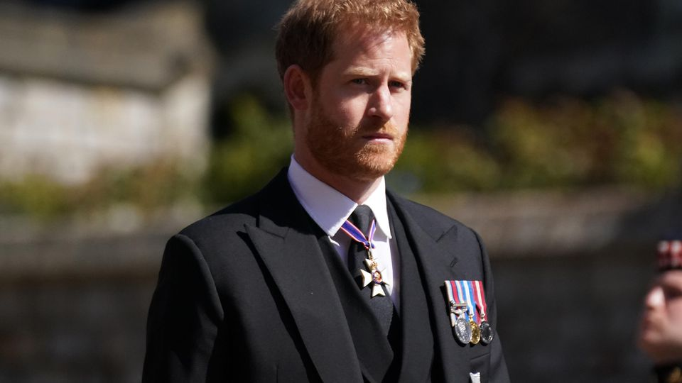 Bei der Trauerfeier und Beisetzung von Prinz Philip auf Schloss Windsor wurde Prinz Harry von der Verwandtschaft zum Teil ignoriert.
