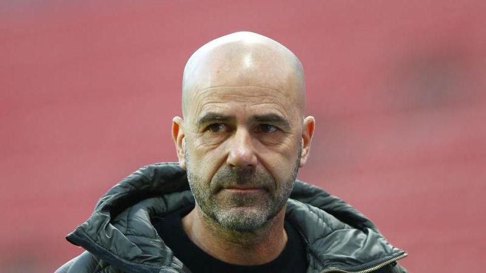 Leverkusens Trainer Peter Bosz vor dem Spiel. Foto: Thilo Schmuelgen/Reuters/Pool/dpa