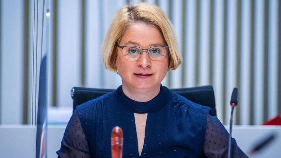 Birgit Hesse, die Landtagspräsidentin von Mecklenburg-Vorpommern, bei einer Sitzung. Foto: Jens Büttner/dpa-Zentralbild/ZB/Archivbild