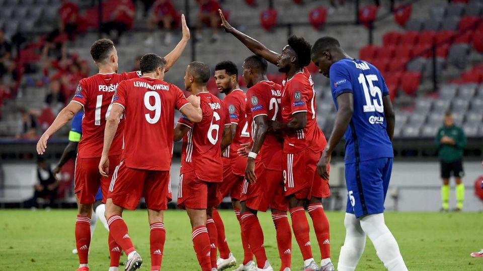 Die Bayern gewinnen klar gegen den FC Chelsea und ziehen verdient ins Viertelfinale der Champions League ein.