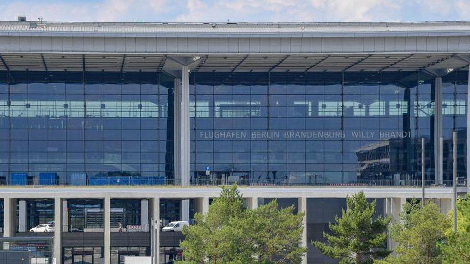 Das Terminal des Hauptstadtflughafens Berlin Brandenburg Willy Brandt (BER). Foto: Patrick Pleul/dpa-Zentralbild/dpa/Archivbild
