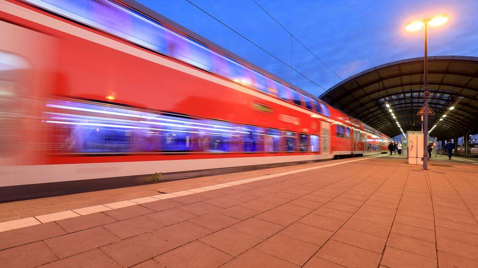 Regionalzug am Bahnhof Magdeburg (Symbolbild)