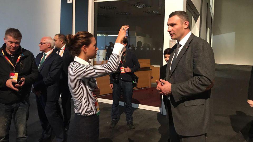 Vitali Klitschko im Interview mit RTL-Reporterin Franca Lehfeld