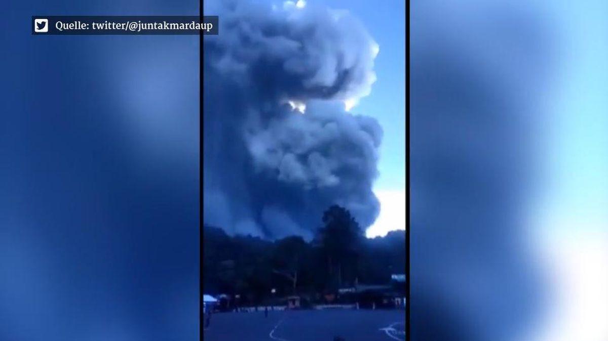 Vulkan Tangkuban Perahu in Indonesien ausgebrochen