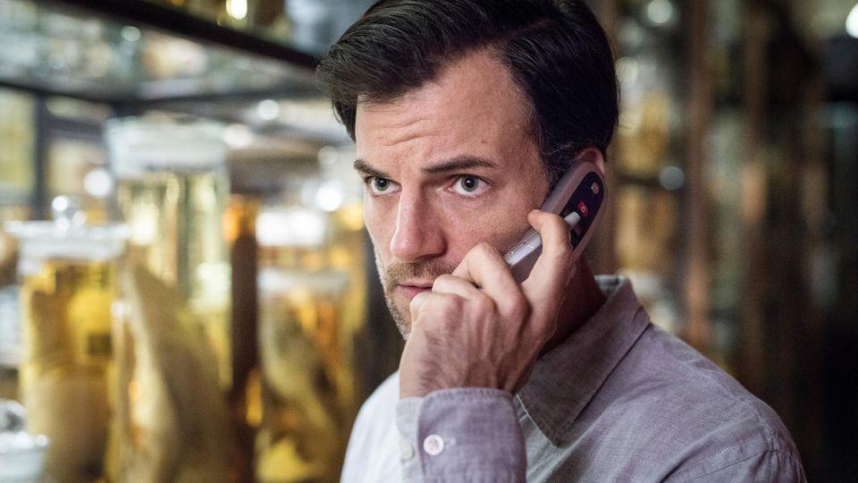 """In der Verfilmung von """"Das Joshua-Profil"""" spielt Torben Liebrecht den Schriftsteller Max Rhode"""