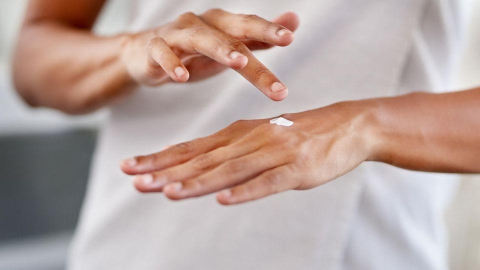 Ihre Fingernägel brauchen besondere Pflege, wenn Sie lange künstliche Nägel getragen haben