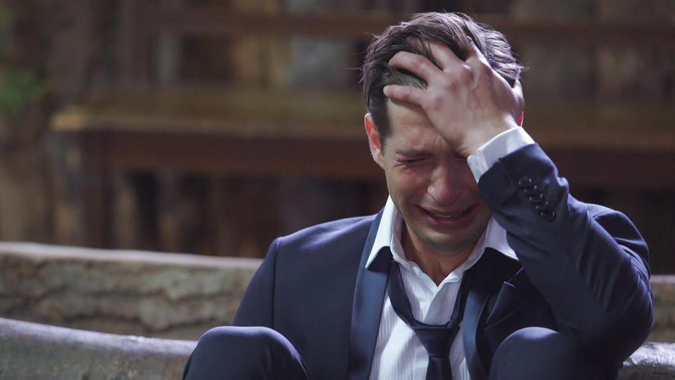 """AWZ: Deniz weint, weil er sein """"Pumpwerk"""" verloren hat."""